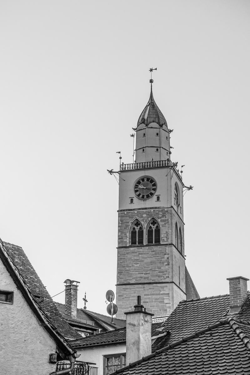 Kirche über den Dächern von Überlingen